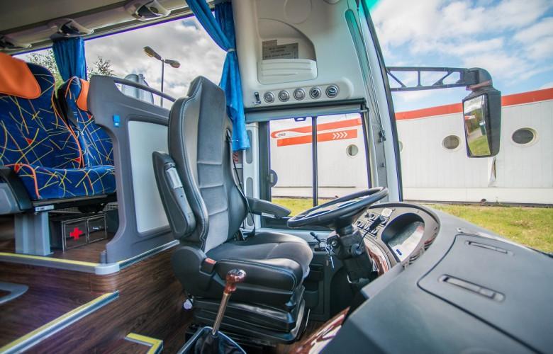 Вход в автобус Yutong ZK6122H9