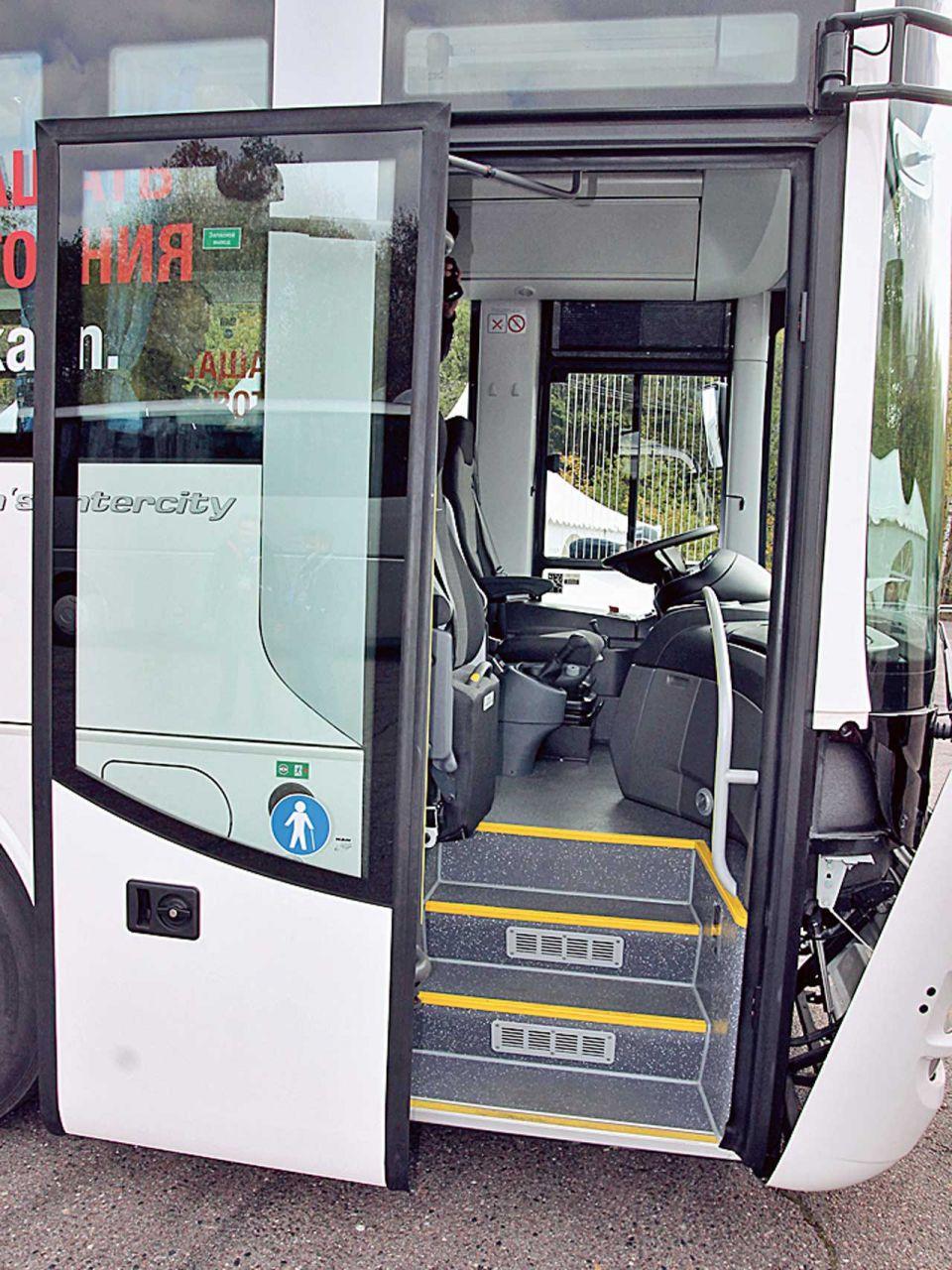 Вход в автобус ManLion'sRegio