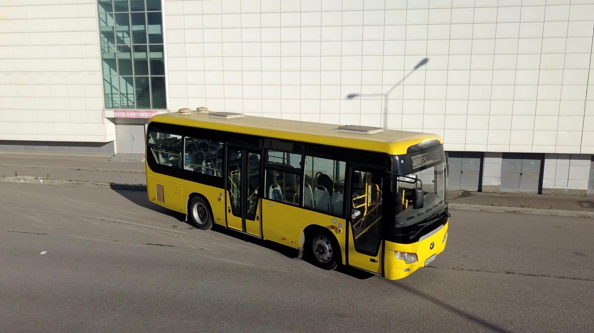 Yutong 6852 желтый (661, 662) 22+35 стоячих - аренда автобуса в Москве.