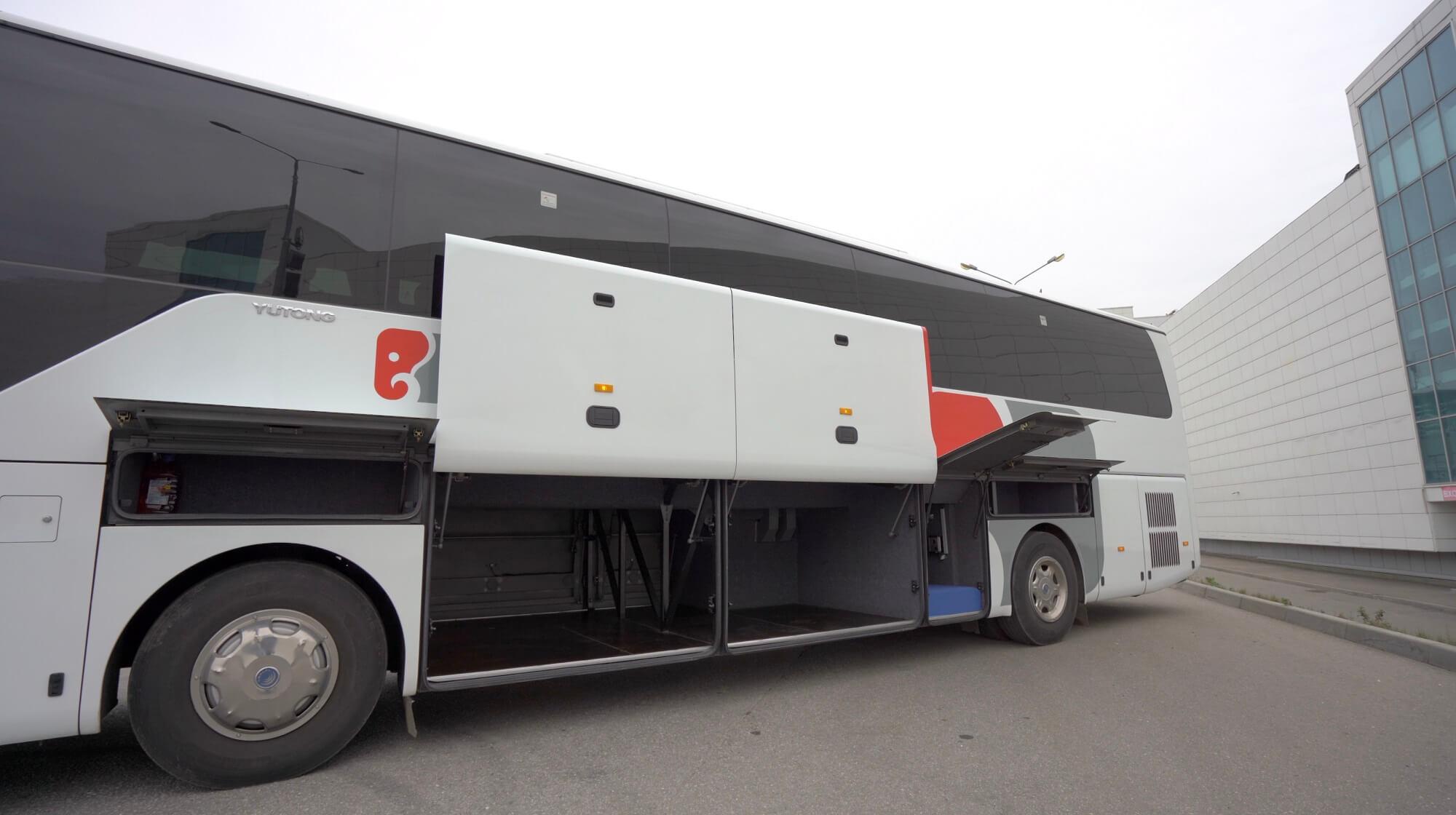 автобусYutong 6122Н9 2018 года 51+1 (без кулера с мягкими перегородками) вид сбоку.