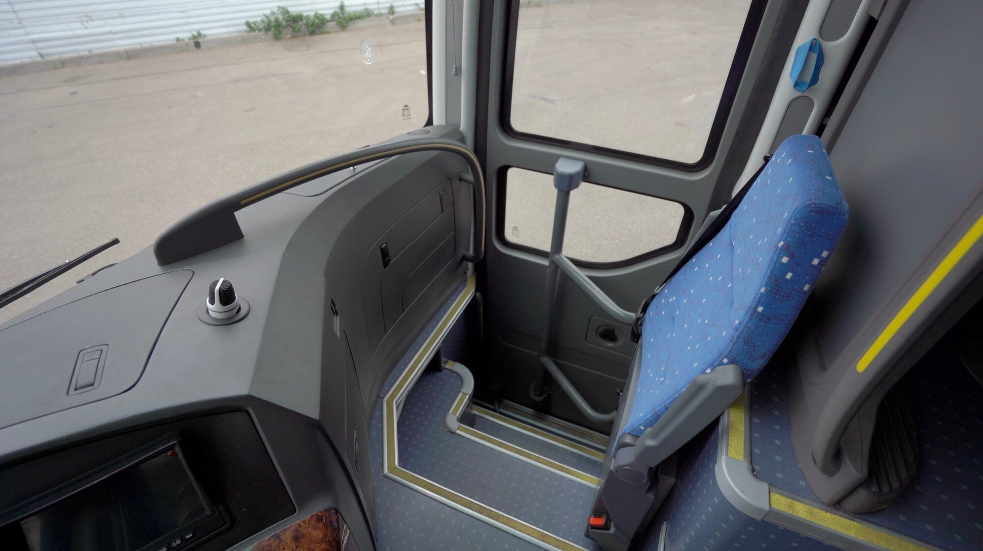 Вход в автобусYutong 6122Н9 2018 года 51+1 (без кулера с мягкими перегородками)